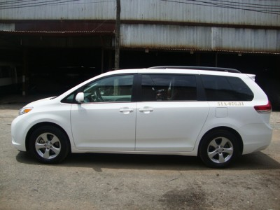 TOYOTA SIENNA CAR RENTAL